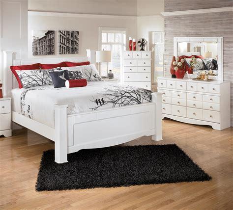 signature design  ashley weeki  piece queen bedroom group del sol furniture bedroom group