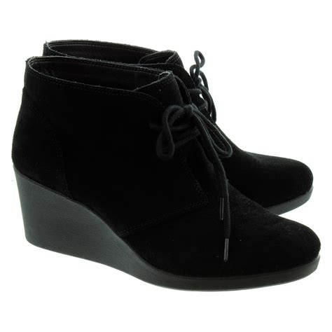 crocs leigh lace ankle boots in black suede in