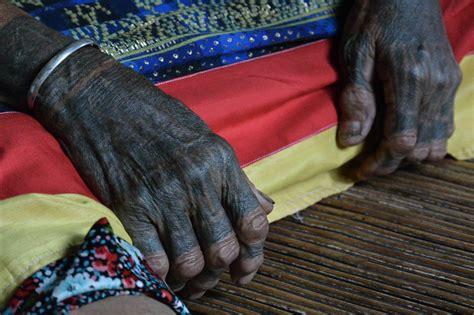 tato ukiran dayak bahau vik generasi terakhir perempuan dayak berkuping panjang