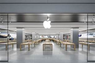 apple store watch a crazy man go on a rage in an apple store smashing dozens of iphones and macs bgr