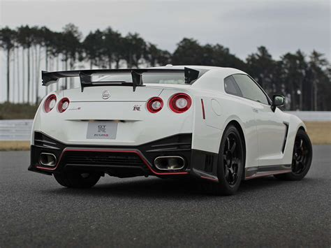 nissan gtr skyline 2015 2015 nissan gt r gt r nismo review specs 0 60