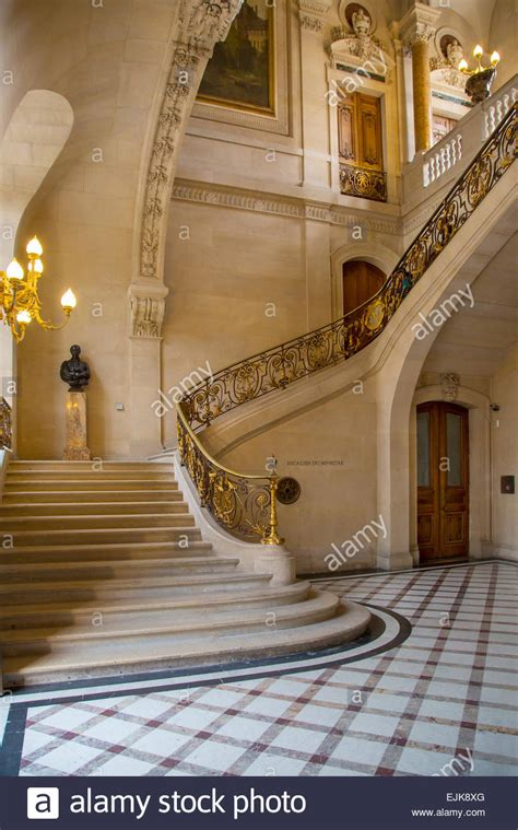 marble staircase marble staircase in the richelieu section of musee du