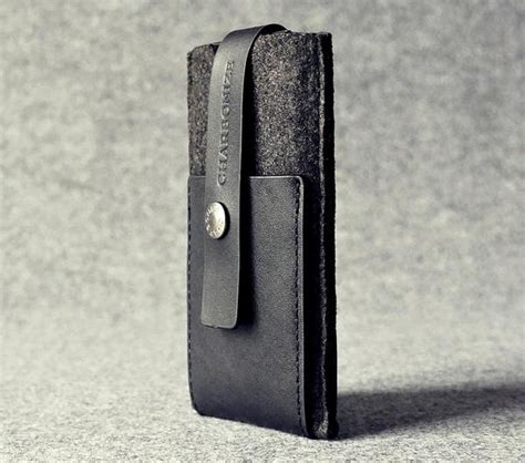 Handmade Leather Iphone - the handmade leather iphone 5 wallet gadgetsin