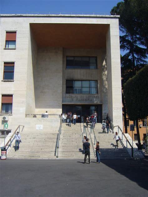 eingang zur facolt 224 di lettere e filosofia universit 224 la