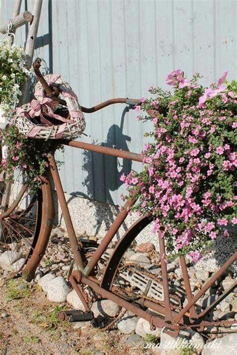 diy bicycle planters  vintage vibe home design