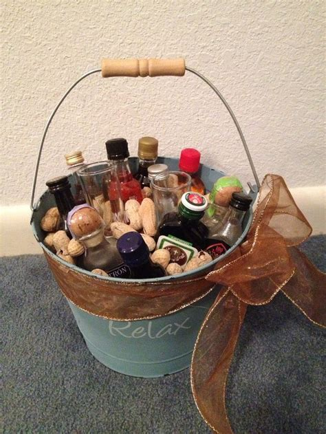 7 Gift Basket Ideas That Rock by 1000 Ideas About Mini Bouquet On