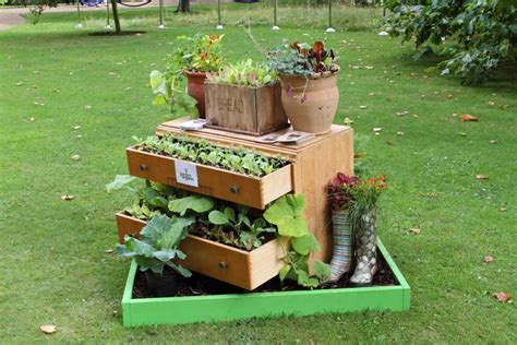 garden decoration recycled diy 40 ideas for gardening with recycled items designrulz