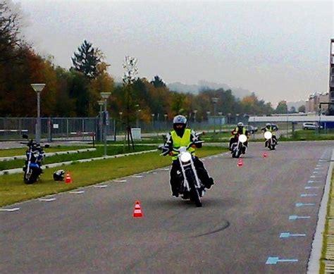 Motorrad Fahrschule Uster by Fahrschule Fahrlehrer Region Uster Ch Fahrschulen Mit