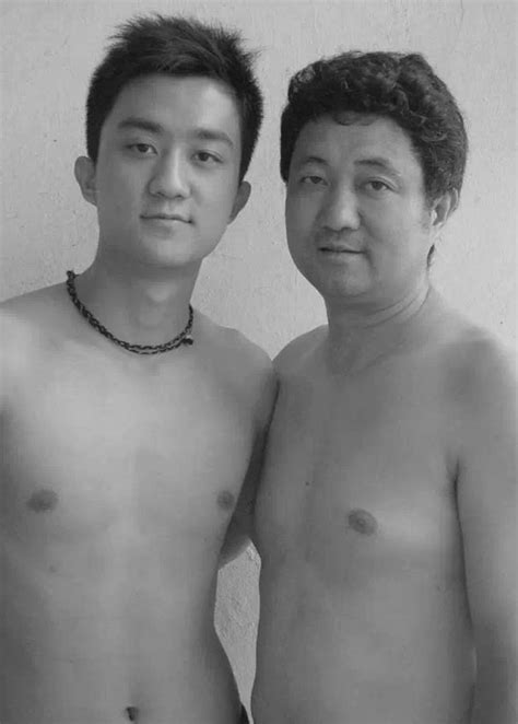 For 28 Years, Father And Son Took Same Picture Together