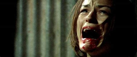 film horror wolf wolf creek movie review film summary 2005 roger ebert