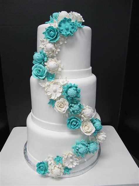 Hochzeitstorte Türkis by T 252 Rkis Hochzeit T 252 Rkis Hochzeit 2085257 Weddbook
