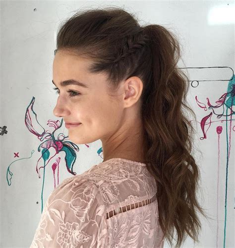 how to wear a ponytail at 40 30 eye catching ways to style curly and wavy ponytails