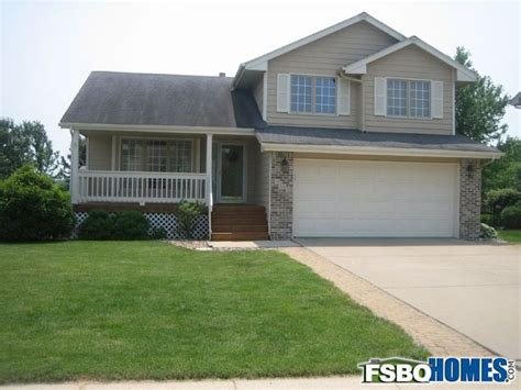 split level house with front porch well cared for 3 bedroom 3 bathroom split level house w