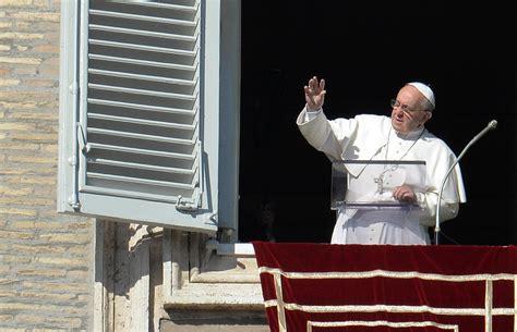 il papa sa pungere scomunica per la chiesa dei