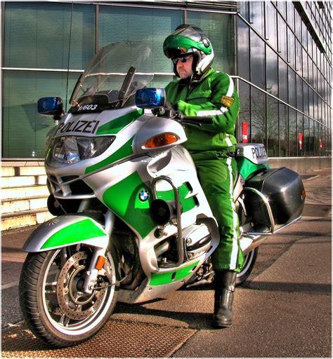 Polizei Motorrad Videos by Polizeimotorrad Foto Bild Autos Zweir 228 Der Feuerwehr