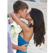 Justin Bieber Kiss With Selena Gomez  All About Photo