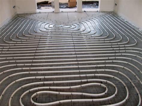 pavimenti riscaldati vantaggi e svantaggi riscaldamento e raffrescamento a