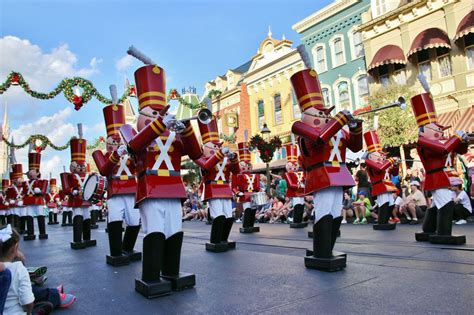 7 things walt disney world insiders love about holidays at