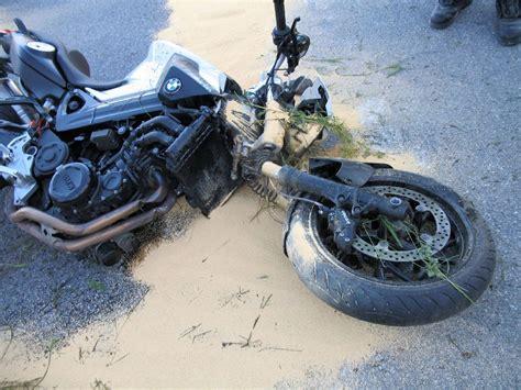 Motorradunfall Buch by Bei Einem Motorradunfall Am Mittwochabend Auf Der H 246 He Der
