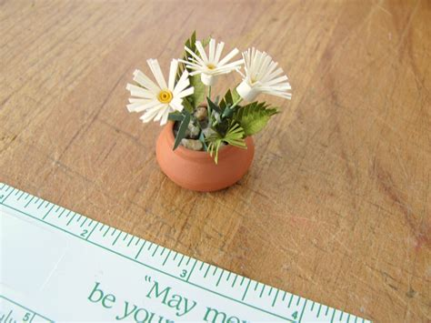 How To Make Miniature Paper Flowers - scale dollhouse miniature quilled paper garden