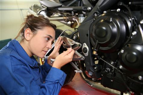 Ktm Mechanic School Motorcycle Mechanic Career In Detail Diesel Mechanic Guide