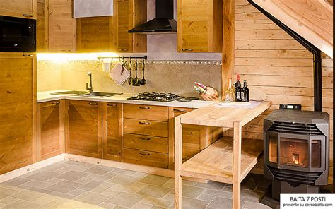 cucina in affitto chalet cucina legno affitto cercobaita