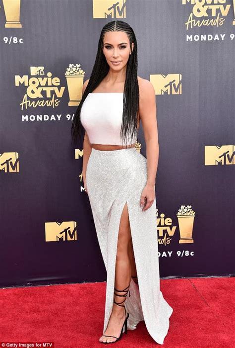 kim kardashian bachelor s degree what the kardashian jenner sisters would earn if their
