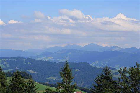 schweizer blick am 12 07 2008 in der bergwelt der schweizer alpen