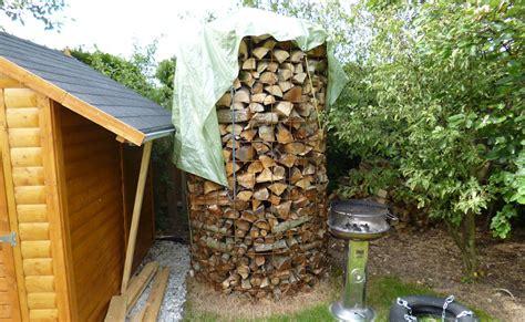 feuerholz lagern brennholz stapeln richtig lagern und trocknen