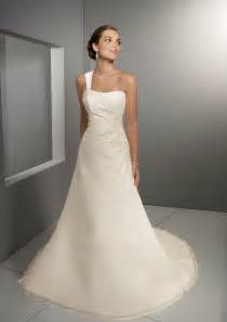 Petite Wedding Dresses Tips For Petite Brides To Be Dresses And Makeup Pout