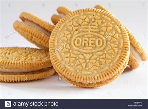 Oreo Thins Vanila Flavour 95g pile of golden oreo biscuits sandwich biscuits with a