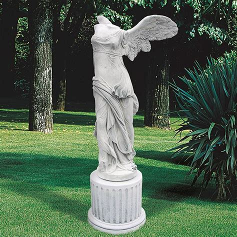 sculture da giardino nike di samotracia sculture da giardino mitologia