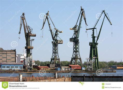 le de chantier baladeuse chantier de construction dans le chantier naval de danzig image stock image 17954291