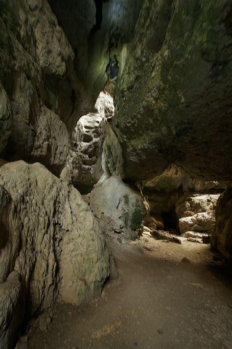 Wallpaper Cermin indonesia gua batu cermin labuan bajo tempat wisata