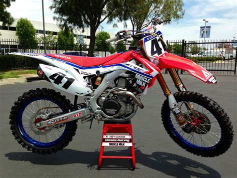 pro motocross bikes team honda s white blue livery for this weekend