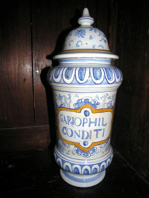vasi ceramica deruta 1000 images about vasi da farmacia riproduzione deruta on
