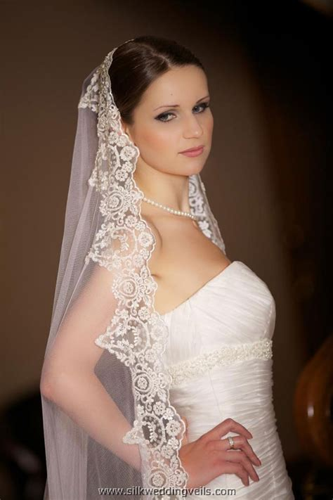 Bridal Veil by Embroidered Bridal Veil Sang Maestro