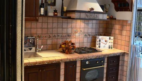 piastrelle per piano cottura piastrelle cucina resistenti e moderne ceramica