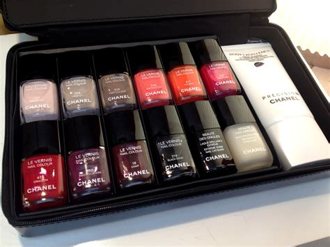 Chanel Set 2 In 18698 chanel nail set