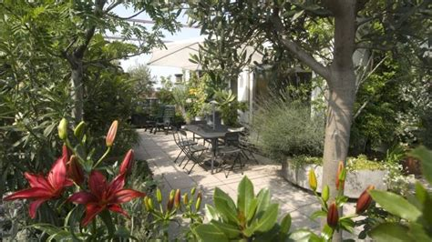 costruire sul terrazzo come realizzare aiuole fiorite sul terrazzo deabyday tv