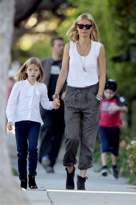 chris martin and gwyneth paltrow kids gwyneth paltrow in wayfarer sunglasses celebrities