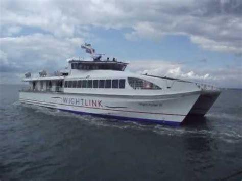 fast ryde fast cat ferry leaving ryde pier head youtube