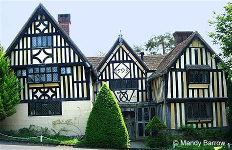 what makes a house a tudor characteristics of tudor houses