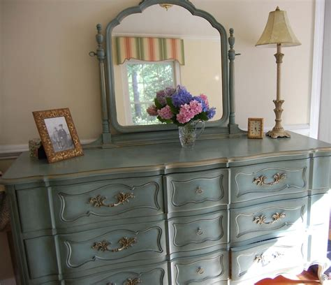 painted this bedroom dresser found at a local used