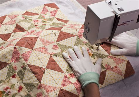 Easy Machine Quilting Techniques by 5 Easy Quilt Finishing Tips For Toppers Stitch This