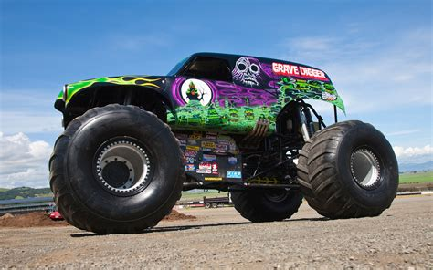 monster truck grave digger videos going for a ride in grave digger video motor trend