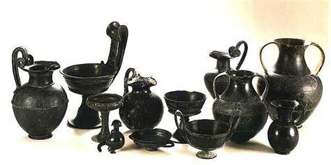 vasi di bucchero etruskowie ceramika etruska bucchero nero