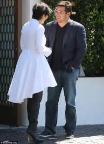 Kaos Beyonce Hitam kris jenner dapat ciuman mesra dari aktor superman dean