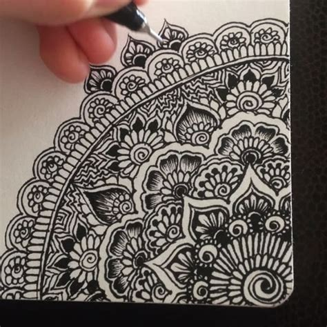 pattern mandala drawing 25 best ideas about henna drawings on pinterest mandela
