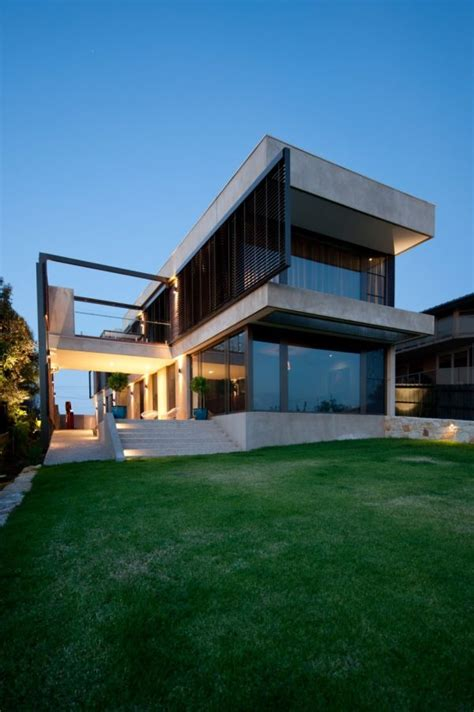 the modern architecture and shape of the hill house